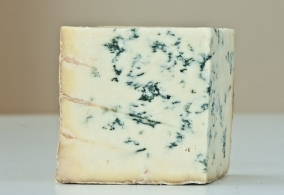 Fabrication and maturing of each type of cheese Blue cheeses